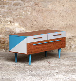 meuble bas tv vintage motifs graphique bleu et gris gentlemen designers. Black Bedroom Furniture Sets. Home Design Ideas
