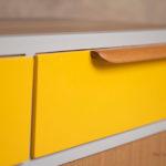 Meuble vintage en teck, buffet style scandinave, motifs jaune et gris