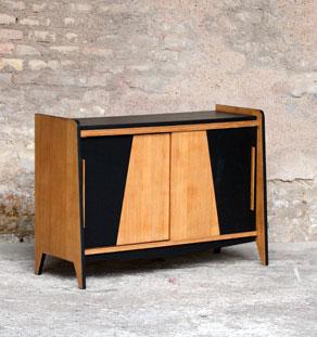 Meuble buffet vintage en bois, motif graphique noir gentlemen designers