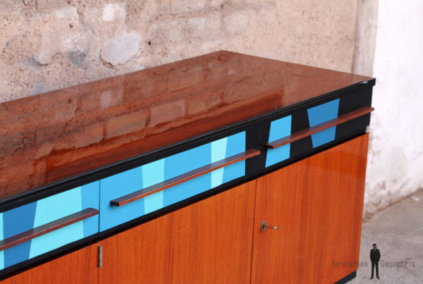 Enfilade vinatage en teck, motifs graphiques bleu
