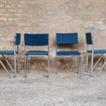 Chaises vintage en velour bleu et pieds métal
