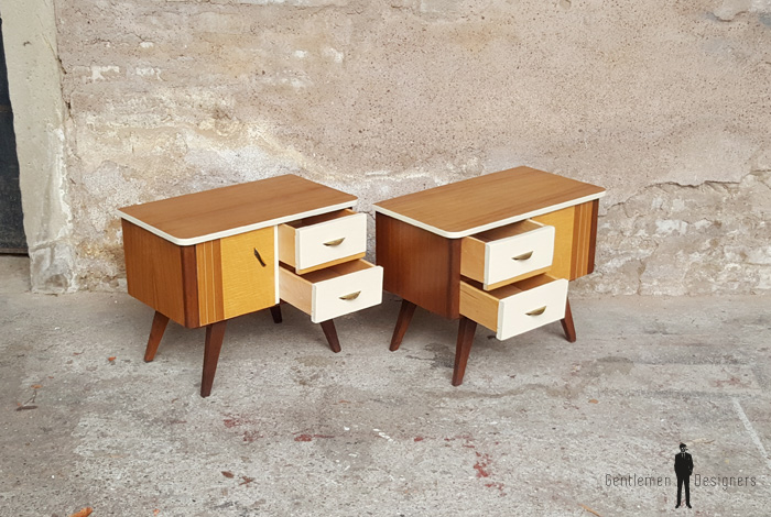 Paire de chevet vintage style scandinave tiroirs et porte teck bois clair blanc gentlemen designers pieds compas
