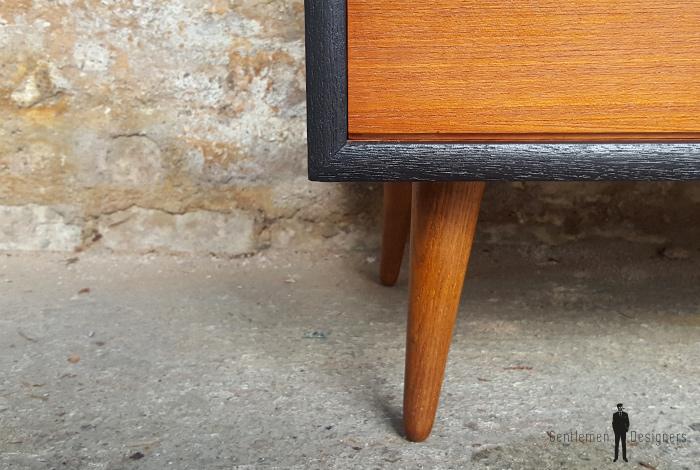 Commode petit meuble scandinave en teck gris anthracite