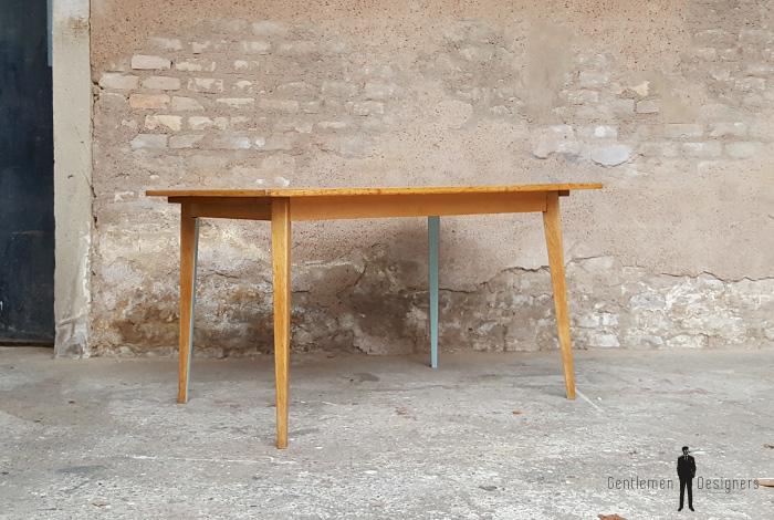 Table de repas vintage relookée, motif graphique