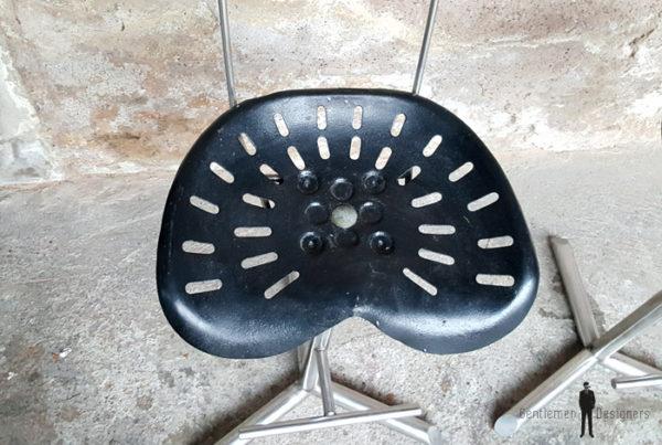 Tabouret vintage haut siège de tracteur en métal gentlemen designers