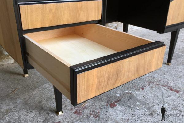 Bureau vintage noir et bois, graphique, pieds compas gentlemen designers