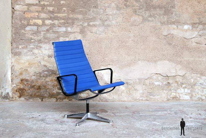 Fauteuil vintage bleu estampillé, EA116, EAMES, Herman Miller gentlemen designers icon design