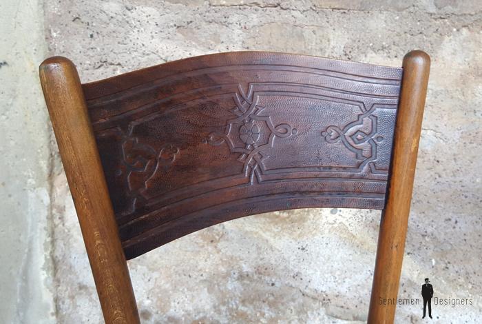 Paire de chaises anciennes en bois gravé, Kohn, Thonet