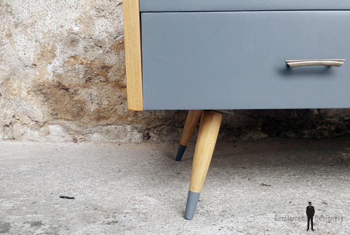 Meuble bas tv vintage,pieds compas, 2 tiroirs, 1 porte gentlemen designers