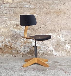 Chaise métal bois noir vintage atelier, pivotante, pied en croix gentlemen designers