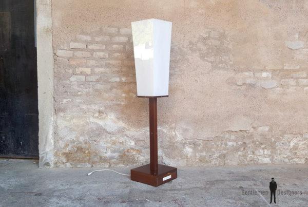 Luminaire, lampe sur pied vintage teck et Plexiglass gentlemen designers