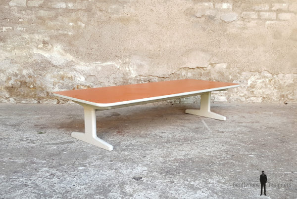Table basse rectangle vintage,pieds gris formica orange