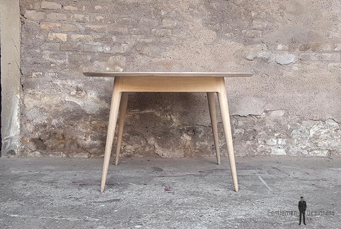 Table_manger_ronde_stratifié_gris_fenix_mobilier_vintage_sur_mesure_creation_design_annee_50_60_fabriquer_france_made_in_gentlemen_designers_strasbourg_alsace_francais_01-(2)