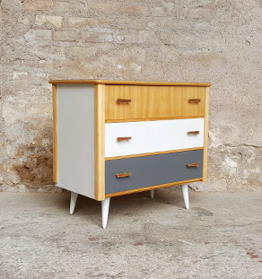 commode vintage 3 tiroirs gris bois pieds compas. Black Bedroom Furniture Sets. Home Design Ideas