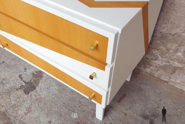 Meuble bas tv vintage graphique, bois, blanc, pieds compas gentlemen designers