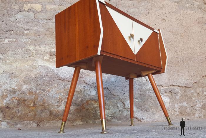 Chevet vintage teck, meuble d'appoint 2 portes, graphique console gentlemen designers