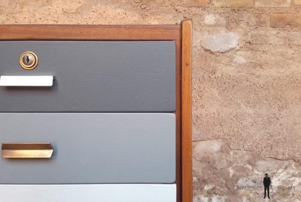 Bureau vintage en teck, recto/verso, dégradé de gris gentlemen designers