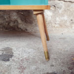 Table de chevet vintage, blanc et vert, tiroirs et barreaux
