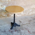 GENTLEMEN DESIGNERS // Table ronde bistrot en chêne massif, pied fonte noir