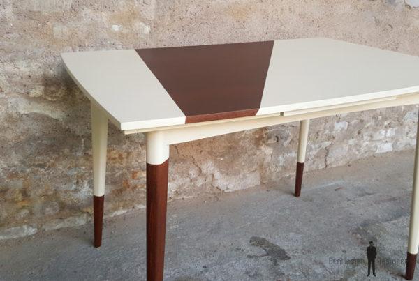 Table graphique à rallonge, blanc et teck, pieds compas Gentlemen Designers