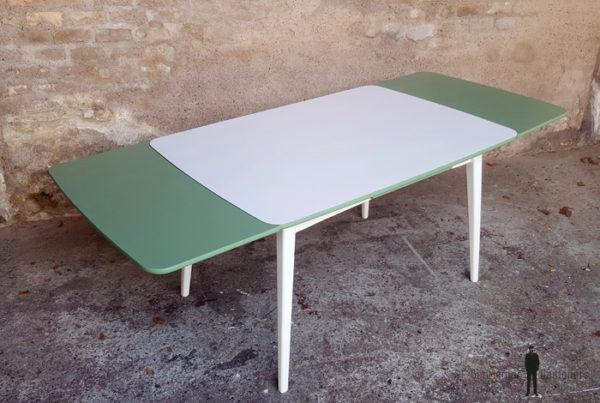 Table vintage à rallonge, blanche et verte, pieds compas Gentlemen Designers