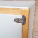 Gentlemen Designers Ancien frigo détourné en petit meuble, bois et gris clair