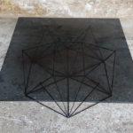GENTLEMEN DESIGNERS Table basse vintage,design pieds métal Eiffel, plateau verre