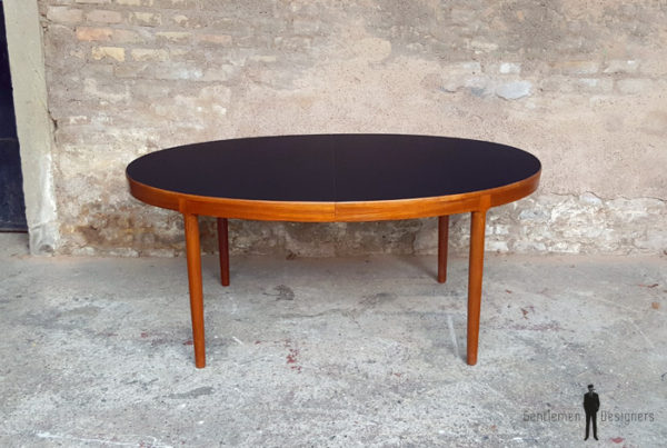 Table ovale à rallonges scandinave en teck, Ostergaard, plateau noir