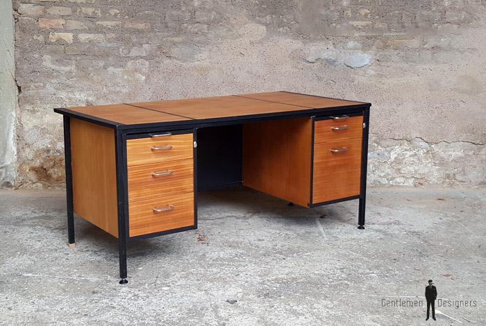 Grand bureau vintage graphique avec tiroirs en bois teck