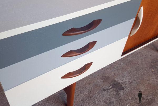Enfilade vintage scandinave en teck, tiroirs dégradé gris Gentlemen Designers