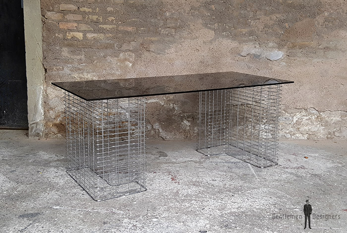 bureau vintage plateau verre fum noir pied m tal. Black Bedroom Furniture Sets. Home Design Ideas