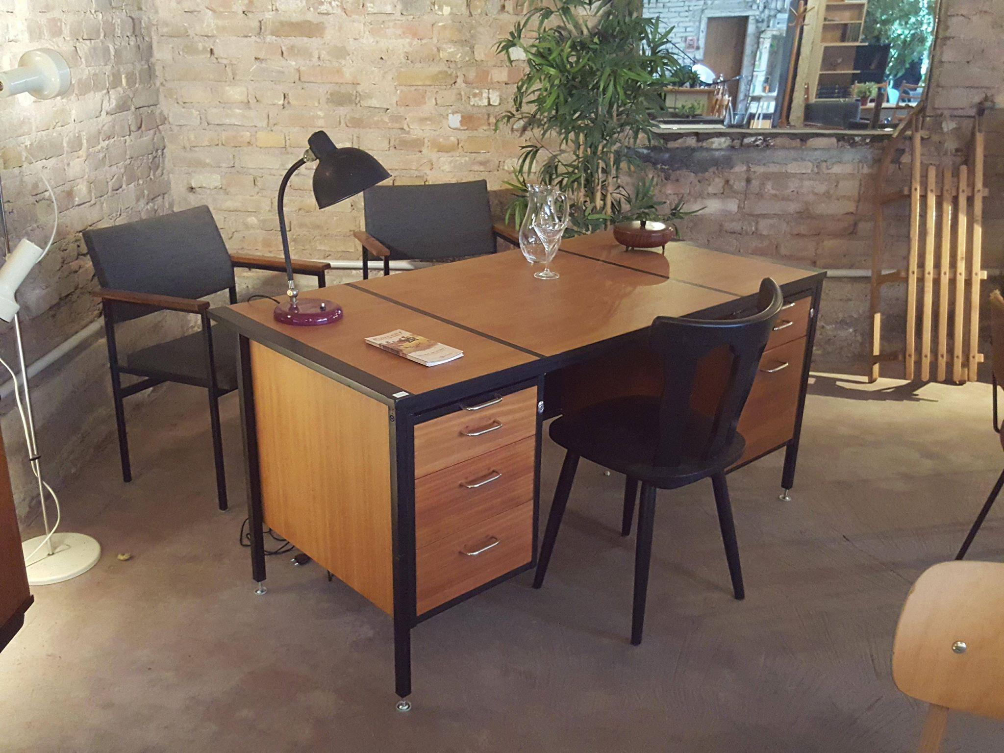 ouverture nocturne gentlemen designers mobilier vintage. Black Bedroom Furniture Sets. Home Design Ideas