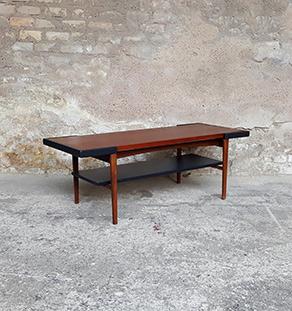 Table basse réversible, structure teck et plateau stratifié noir