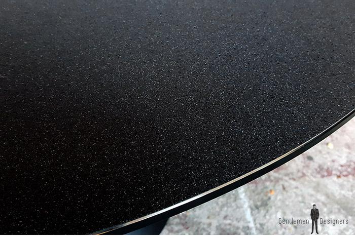 Table ronde vintage noir, pied tulipe métal plateau en verre