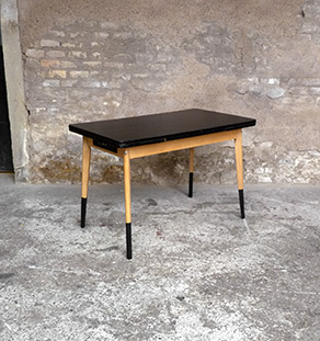 table_noir_stratifie_hetre_dore_vintage_bois_retro_design_annee_50_60_70_unique_original_gentlemen_designers_strasbourg_paris_alsace_handschuheim_bas-rhin_france_vignette
