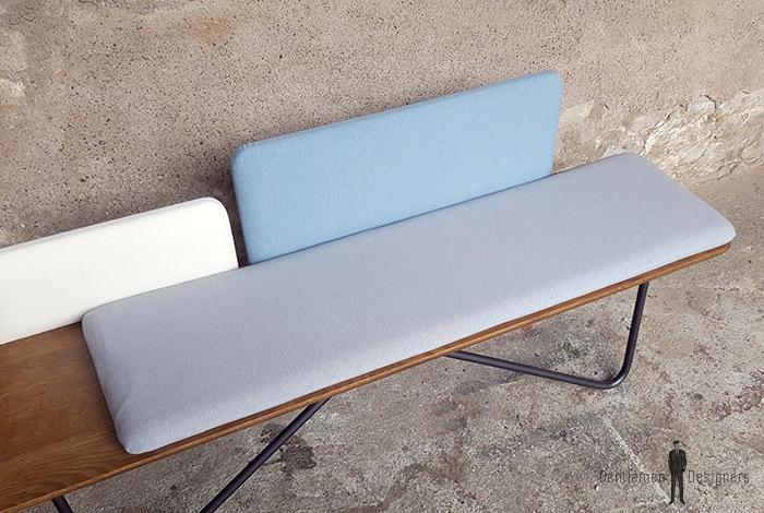 Banc_chene_tissu_bleu_blanc_gris_banquette_mobilier_vintage_sur_mesure_creation_design_annee_50_60_fabriquer_france_made_in_gentlemen_designers_strasbourg_alsace_francais-(4)
