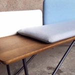 Banc_chene_tissu_bleu_blanc_gris_banquette_mobilier_vintage_sur_mesure_creation_design_annee_50_60_fabriquer_france_made_in_gentlemen_designers_strasbourg_alsace_francais-re (3)