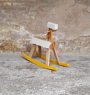 cheval_bascule_jaune_gris_bois_clair_vintage_tiroir_gentlemen_designers_strasbourg_alsace_paris_Vignette