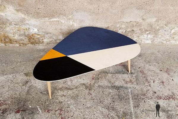 table_basse_tripode_graphique_bleu_noir_jaune_bois_cp_sur_mesure_vintage_unique_original_gentlemen_designers_strasbourg_paris_alsace_handschuheim_bas