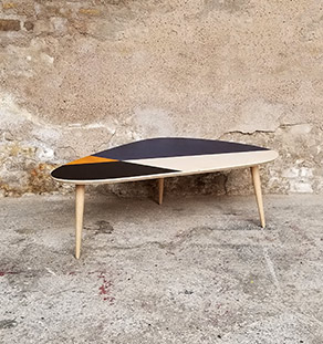 table_basse_tripode_graphique_bleu_noir_jaune_bois_cp_sur_mesure_vintage_unique_original_gentlemen_designers_strasbourg_paris_alsace_handschuheim_bas-rhin_france-vignette