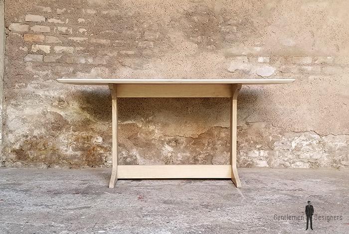 Table_esprit_scandinave_pieds_chene_massif_fenix_strat_noir_sur_mesure_vintage_unique_original_gentlemen_designers_strasbourg_paris_alsace_handschuheim_bas-rhin_france-(1)