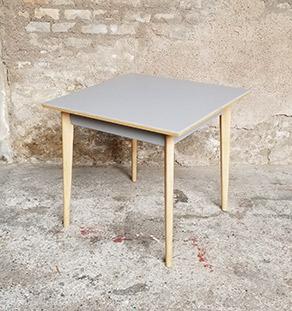table_carre_grise_pieds_bois_sur_mesure_vintage_unique_original_gentlemen_designers_strasbourg_paris_alsace_handschuheim_bas-rhin_france-vignette