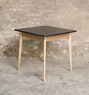 table_carre_hetre_strat_noir_sur_mesure_vintage_unique_original_gentlemen_designers_strasbourg_paris_alsace_handschuheim_bas-rhin_france-vignette