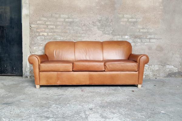 Canape_cuir_brun_3_places_chesterfield_caramel_confortable_vintage_ancien_gentlemen_designers_strasbourg_Influences_concept_store_alsace_paris_lyon_01