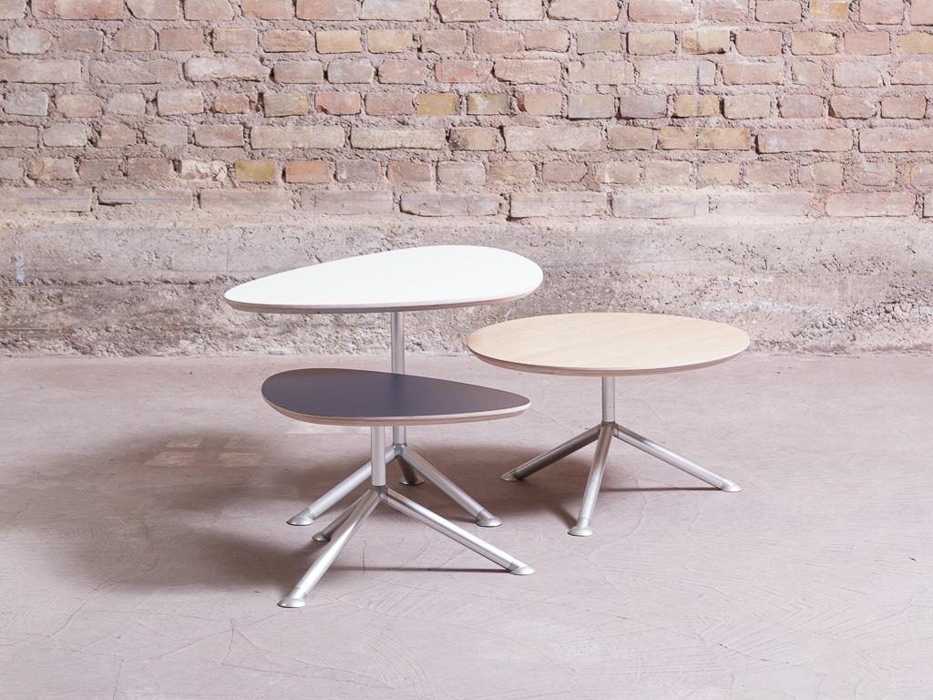 Les tables basses tripodes/gigognes uniques